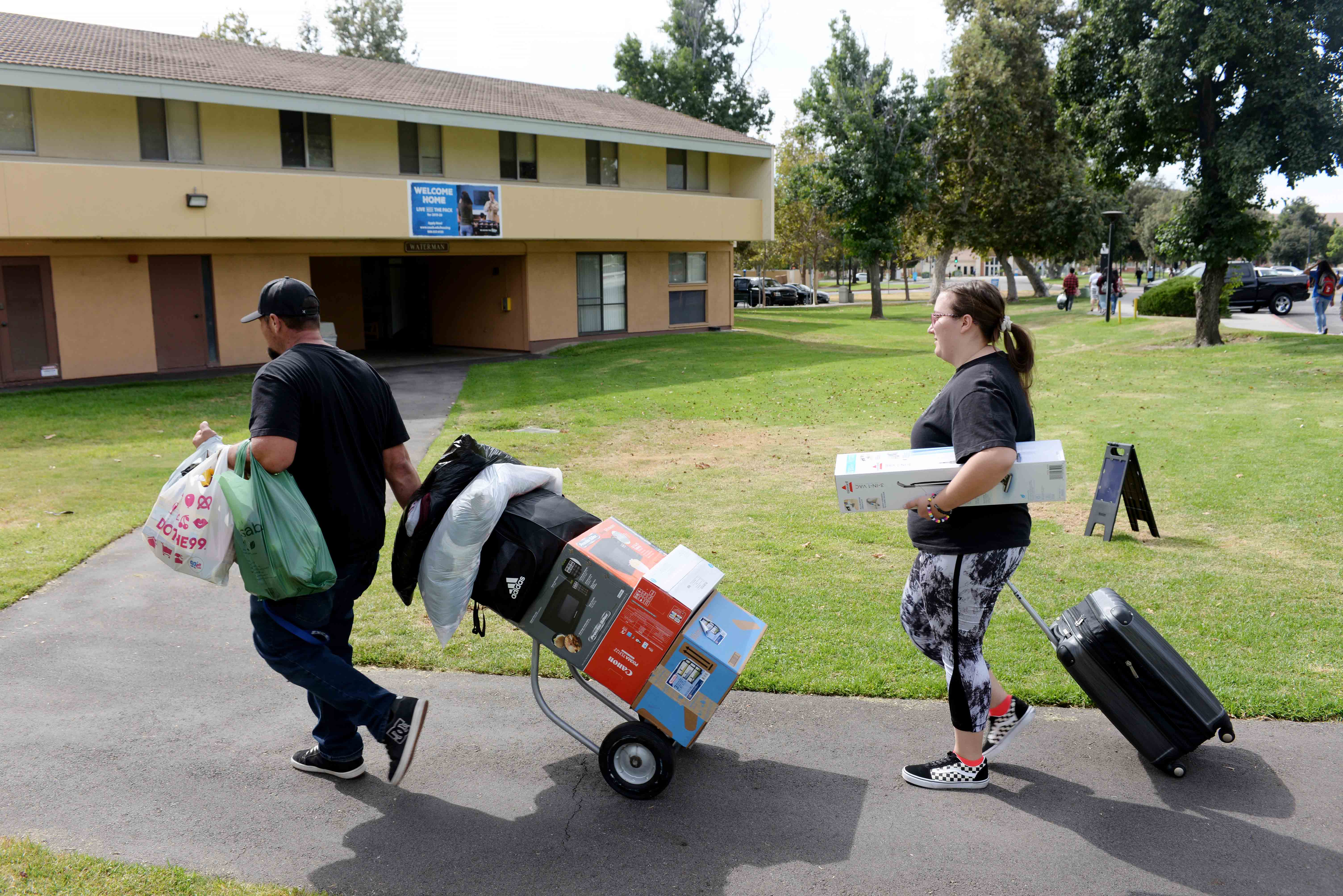 Family helped CSUSB students during Move-in Day